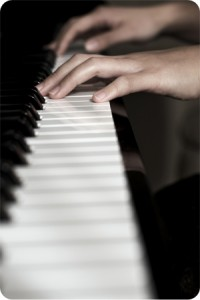 A picture of Annabelle Lawson playing the piano